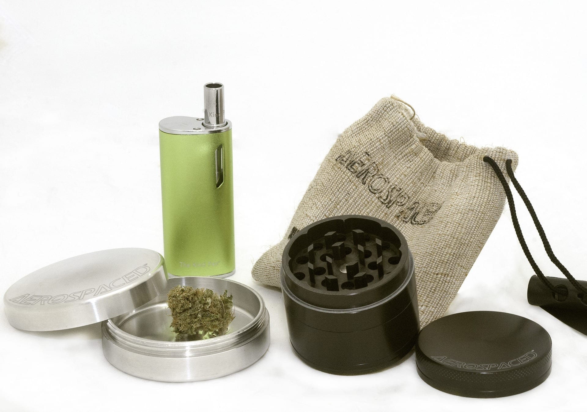 Best Weed Grinder of 2020: Reviews & Guide
